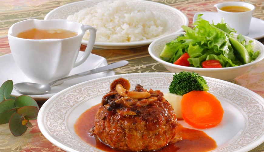 牛すね肉ベースの本格ソースビーフ100%ハンバーグ